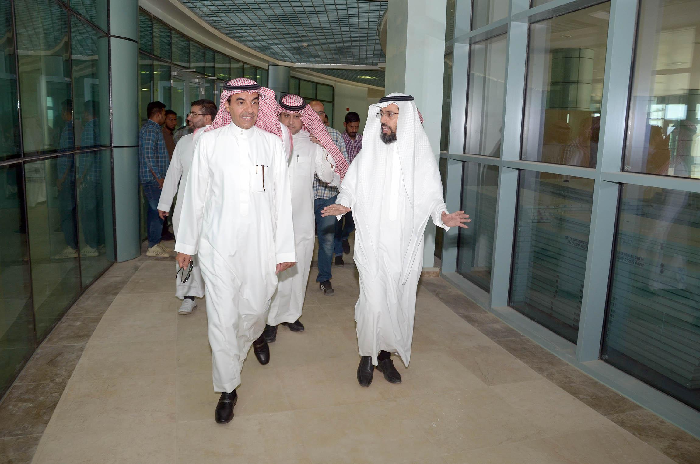 مدير جامعة الأمير سطام بن عبدالعزيز يتفقد كلية التربية بالدلم